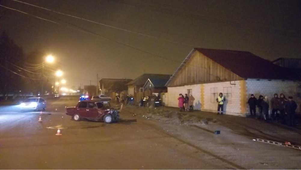 В Клинцах ВАЗ протаранил Volkswagen – пострадали два человека