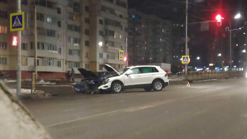 В Брянске легковушки не поделили дорогу на улице Романа Брянского