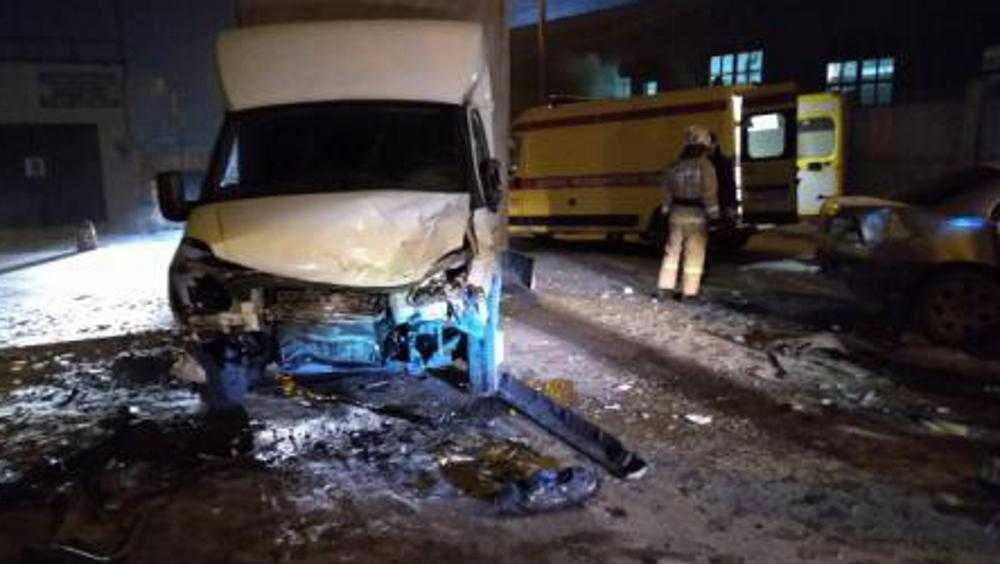 В аварии на улице Речной в Брянске водитель «Опеля» выехал на «встречку»
