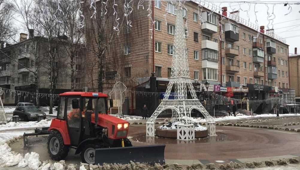 В Брянске на уборку снега вышли 80 человек и 62 машины