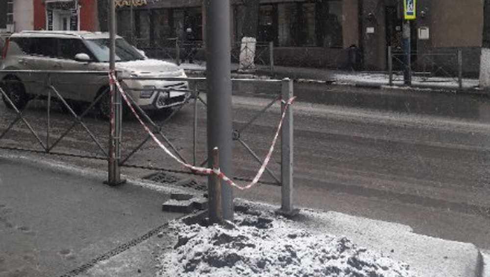 В Брянске на улице Фокина горожан порадовали новые опоры и удивили знаки