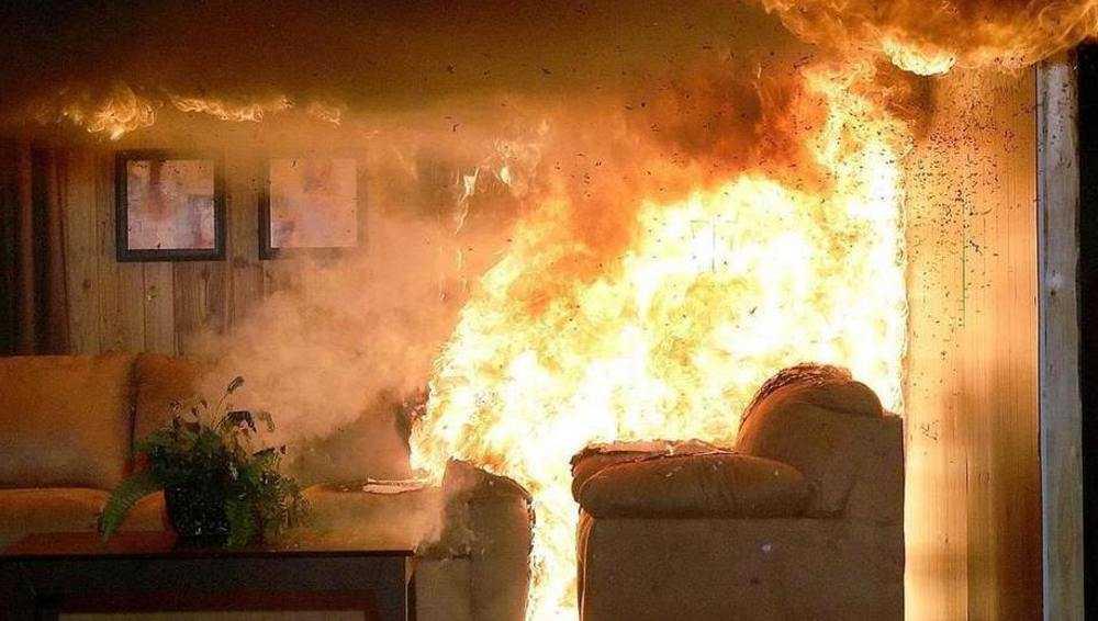 В брянском поселке эвакуировали 12 человек из дома с горевшей квартирой