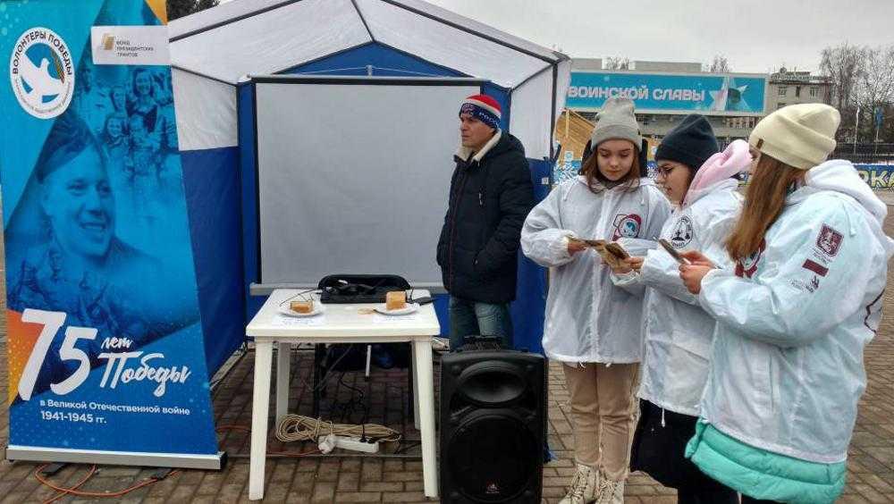 Брянцам предложили блокадный хлеб на площади Партизан