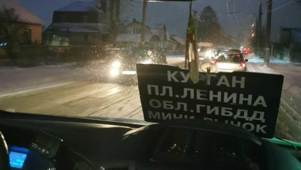 В Брянске образовалась внушительная пробка на Бежицкой улице