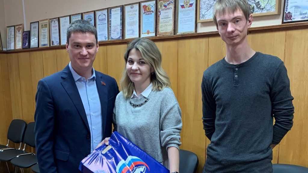 Сергей Перепелов подарил компьютер Дятьковской детской хореографической школе