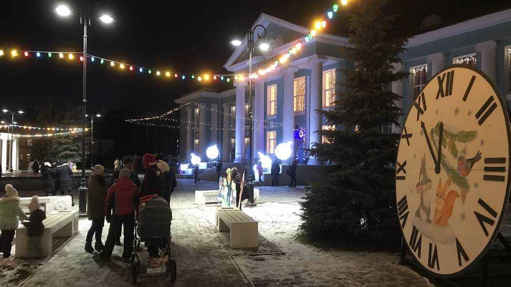 Жители Брянска 1 января вышли на улицы вечернего города