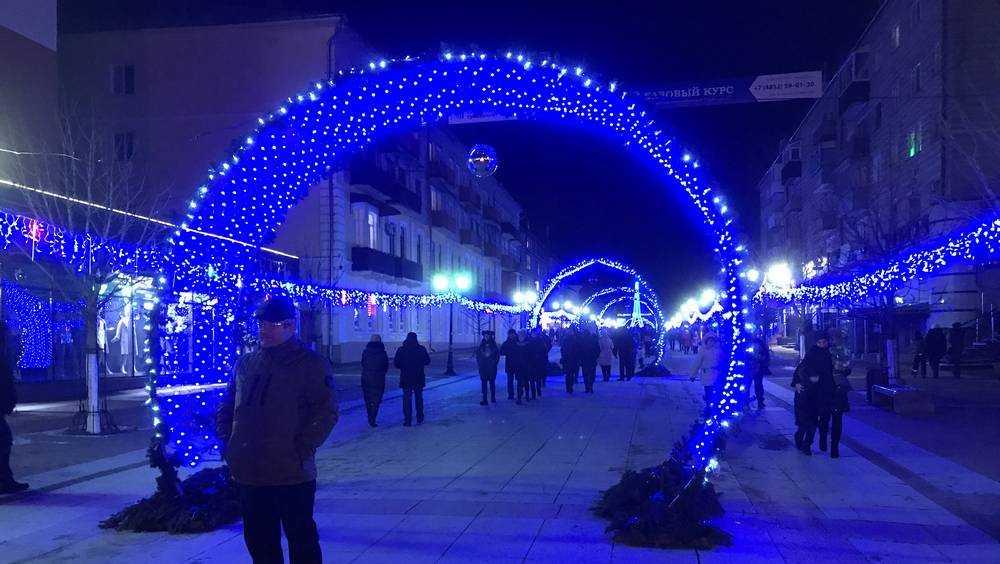 Центр Брянска вечером 1 января стал огромной фотозоной