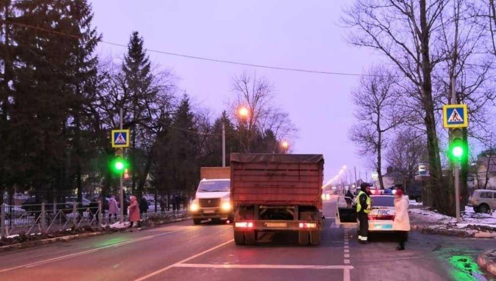 В Карачеве КамАЗ сбил насмерть 73-летнего пешехода-нарушителя