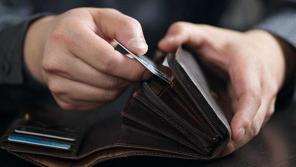 Жительнице Севска родственник–вор подменил банковскую карту