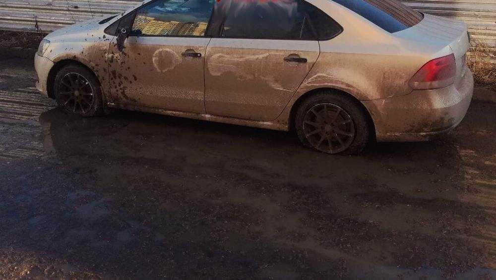 В Брянске мстительный автомобилист проколол шины легковушки