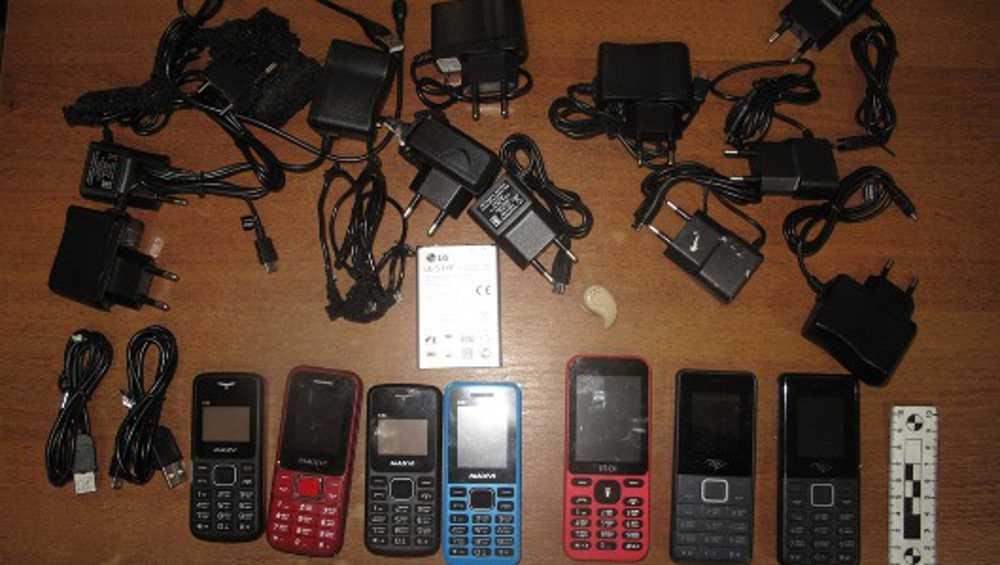 За год до брянских осужденных не дошел 461 телефон