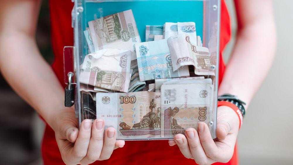 В Белых Берегах банда «ТриГада» украла коробку с пожертвованиями
