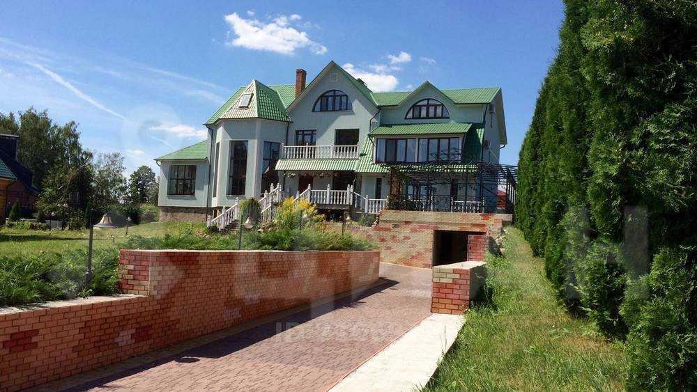 Брянским нищим владелец решил отдать дом ценой 35 млн рублей