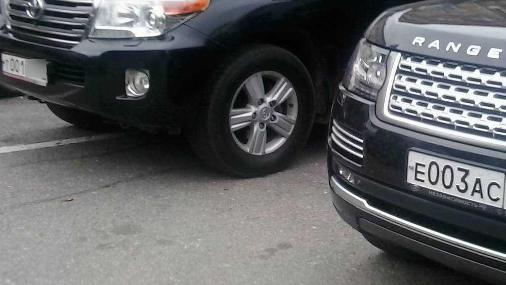 Выяснилось, кто торговал блатными автомобильными номерами в Брянске