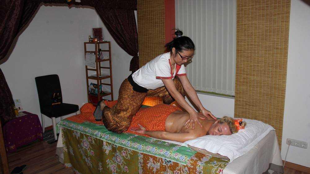 Тайским массажисткам брянский язык оказался не по силам
