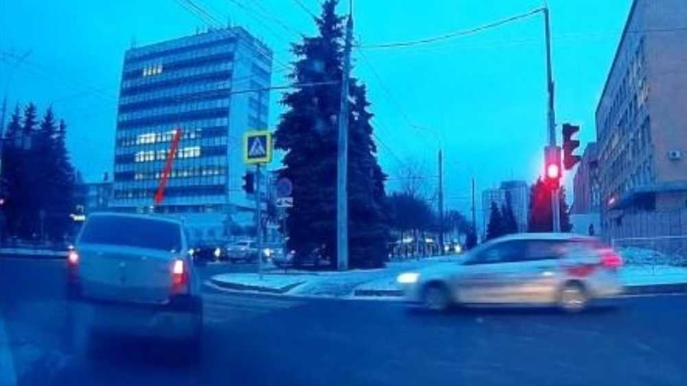 В Брянске водителя Renault наказали за гонки по встречной полосе
