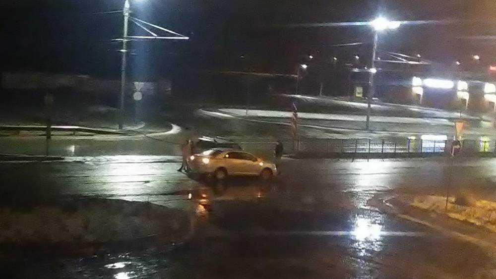 В Брянске в новогоднюю ночь на пустынном проспекте столкнулись машины