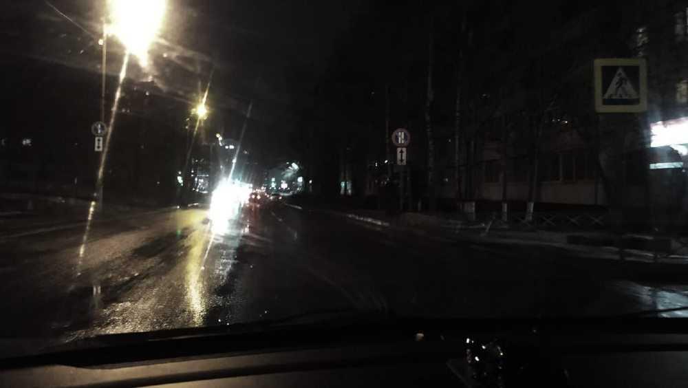 В Брянске жители попросили осветить переход в переулке Пилотов