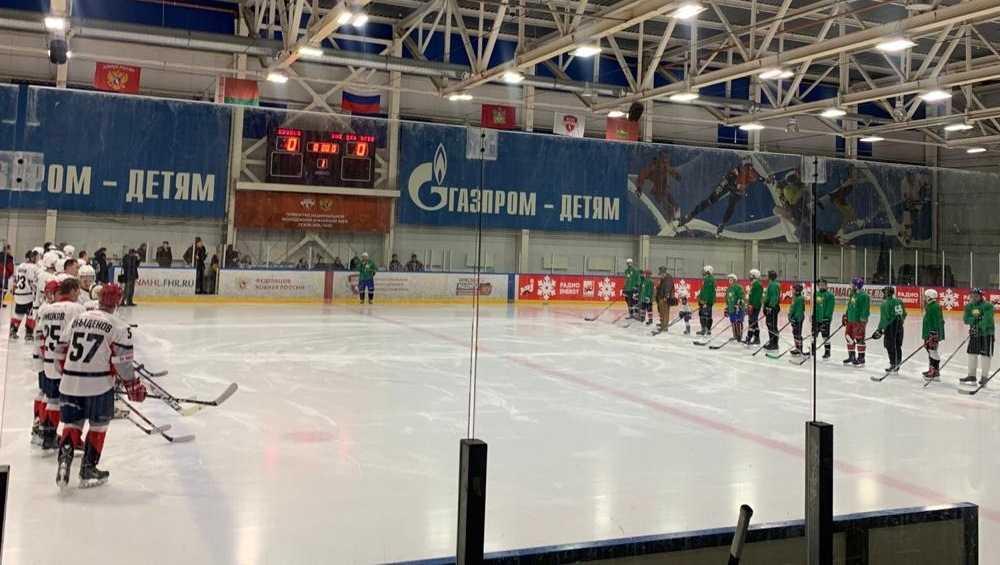 Брянский губернатор вышел на лёд в благотворительном хоккейном матче