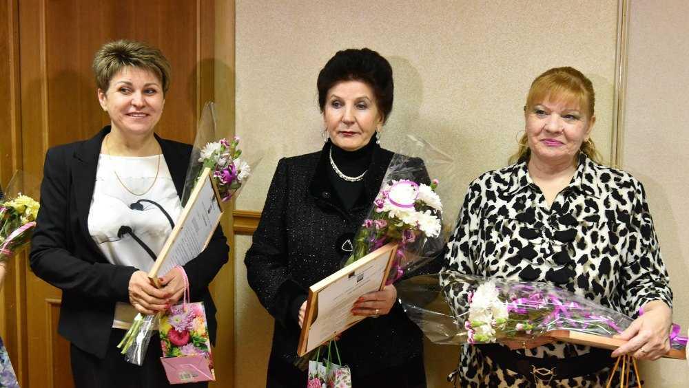 Жителей Брянска наградили за лучшее новогоднее оформление дворов