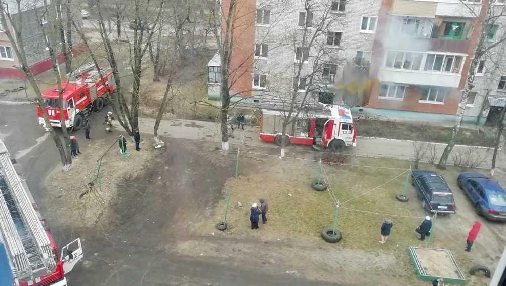 В Брянске пожарные оперативно потушили огонь на кухне в многоэтажке