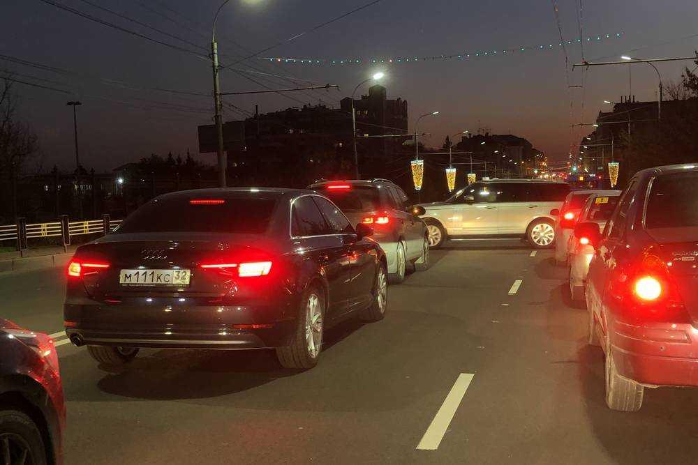 В Брянске случаются и продольно-поперечные пробки