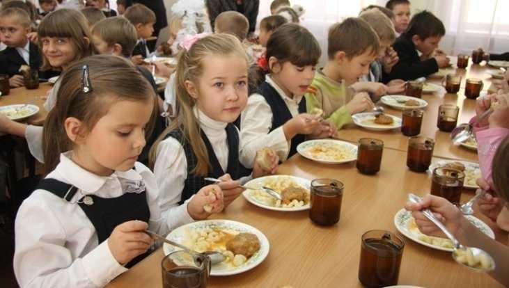 Телеканал «Россия 24» рассказал о бесплатных обедах в брянских школах
