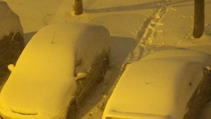 Сильный снегопад обрушился на Брянск вечером