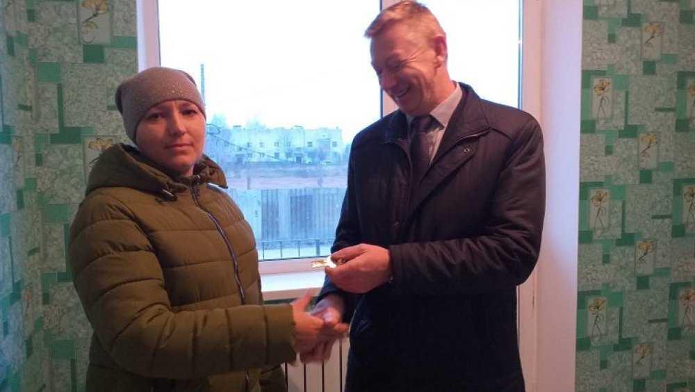 В Севске дали квартиры двум сиротам