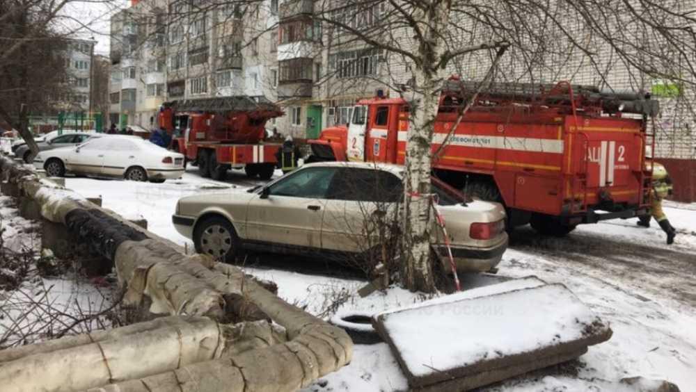 В Брянске из горевшего подъезда эвакуировали десять жильцов