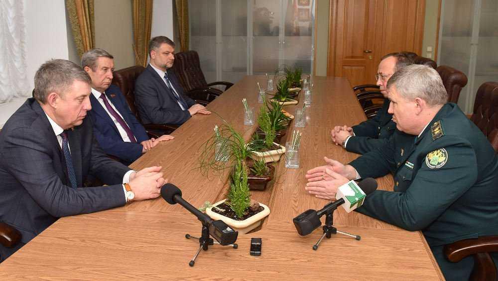 Новый начальник ЦТУ удивился количеству наград брянских таможенников