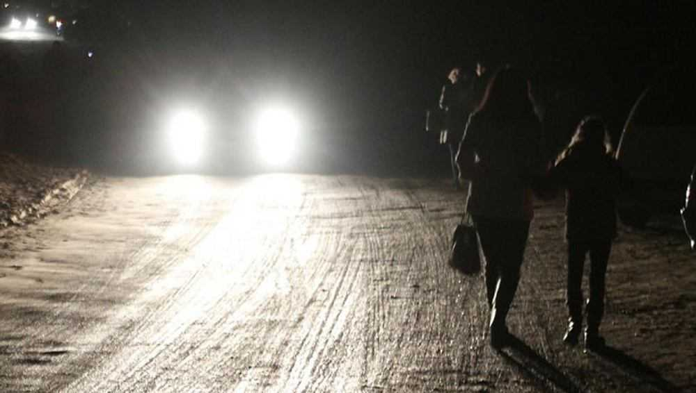 В Комаричах чиновников заставят осветить дорогу на Парковой улице