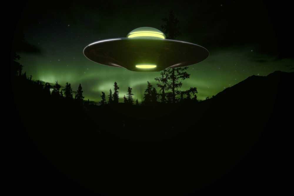 Еще один брянец заметил в небе странные космические объекты