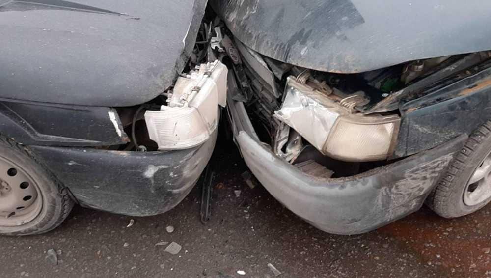 В Клинцах не поделили дорогу два ВАЗа – две пассажирки пострадали