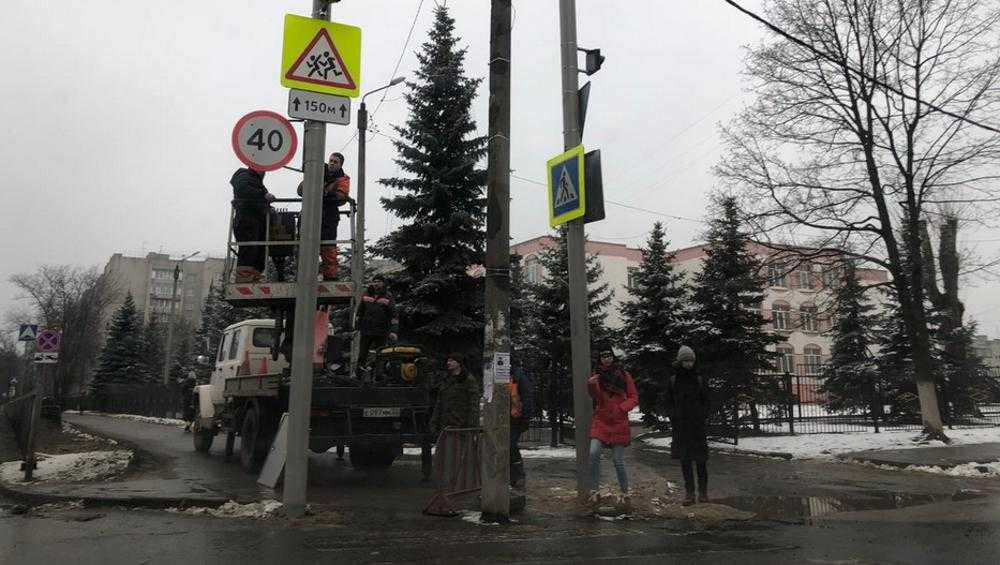 Возле брянской гимназии №1 ограничили скорость движения