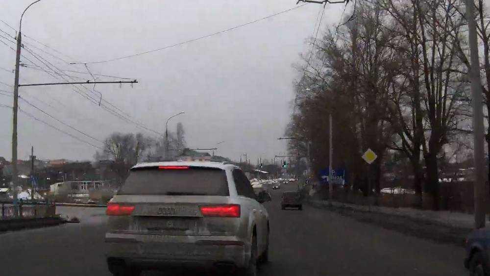 В Брянске мститель наказал лихача на автомобиле Audi Q7
