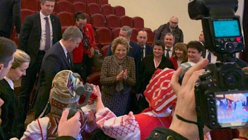 В брянском ДК БМЗ Валентину Матвиенко восхитил ансамбль «Макоша»