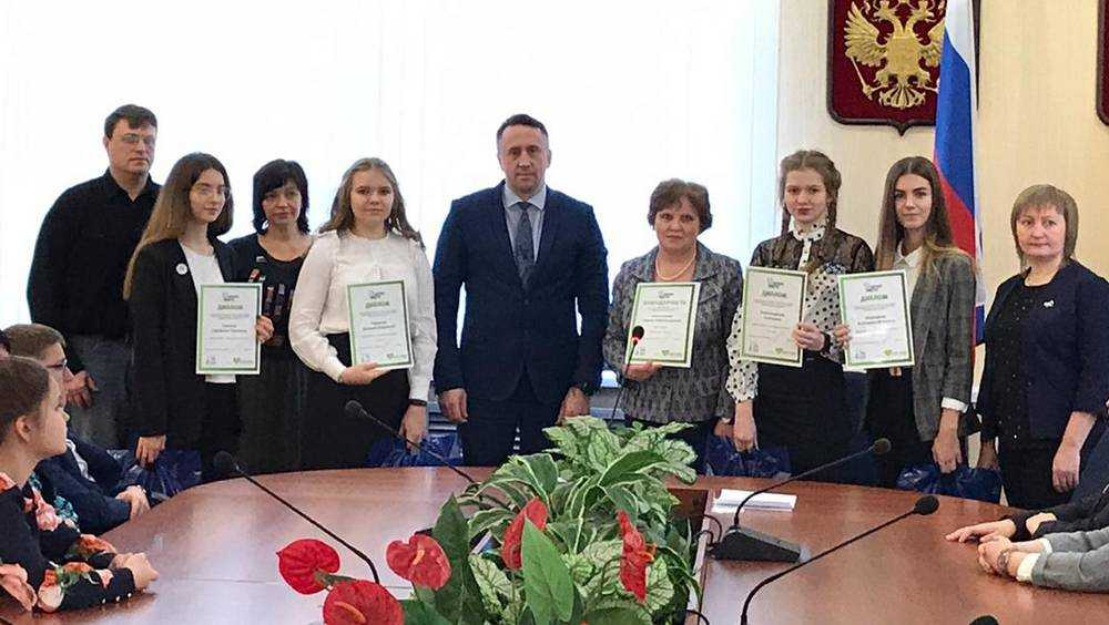 В Брянске наградили победителей и участников регионального этапа конкурса «Лидер»