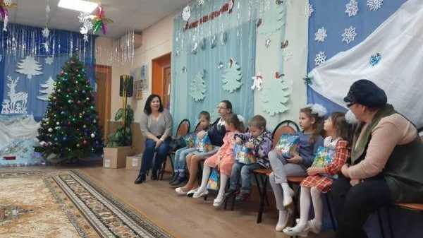 Валентина Миронова передала сладкие подарки к Рождеству детям из Карачевского приюта
