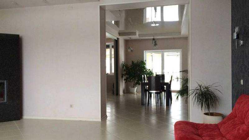 В Брянске продают за 20 млн рублей дом с бильярдной комнатой