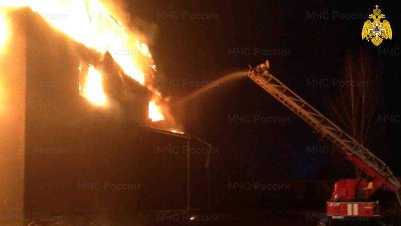 Для тушения пожара на складе под Брянском потребовалось два часа