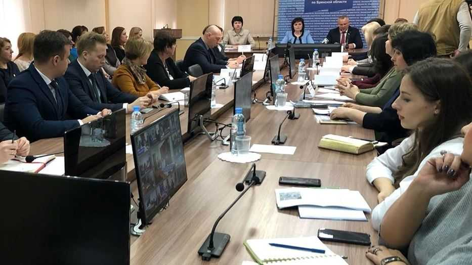 Валентин Суббот провёл круглый стол о новых мерах социальной поддержки в формате видеосвязи