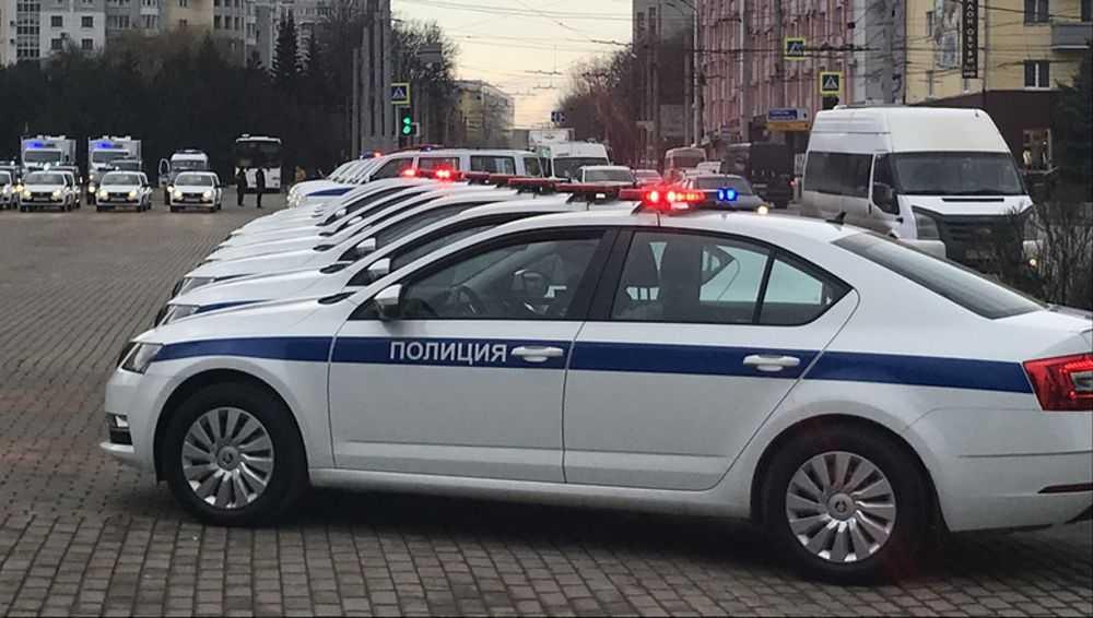 В Брянске инспекторам ДПС вручили 18 новых патрульных машин