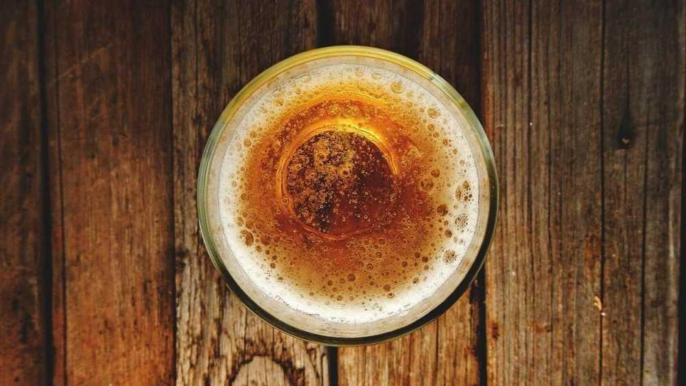 Российские пивовары пожаловались на слишком дешевое пиво в магазинах