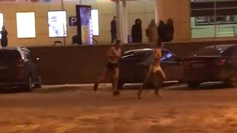 В Брянске сняли видео забега голых парней возле БУМа