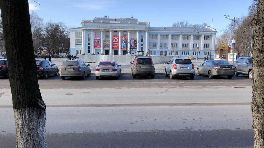 В Брянске возле ДК БМЗ подготовили грязную загадку