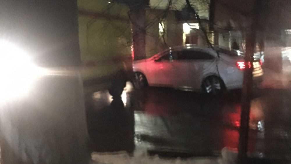 В Брянске автомобилистка заблокировала скорую помощь