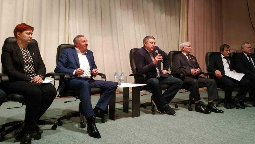 Брянский губернатор Богомаз попросил будущих медиков вернуться на родину