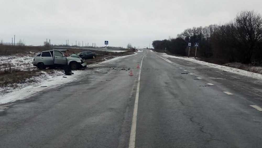 Под Почепом водитель ВАЗа пострадал из-за встречного автомобиля