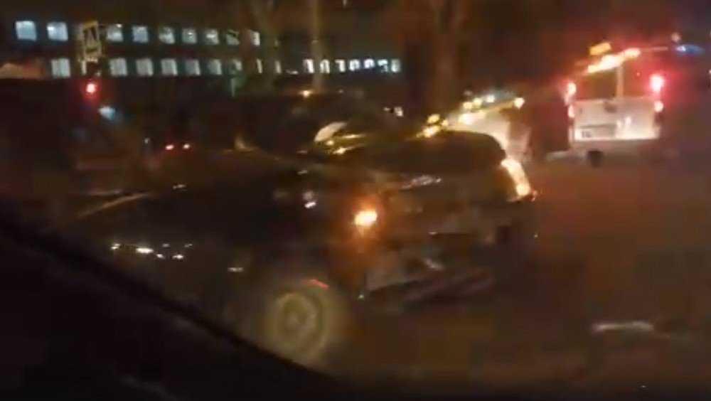 В Брянске на улице Литейной столкнулись две легковушки
